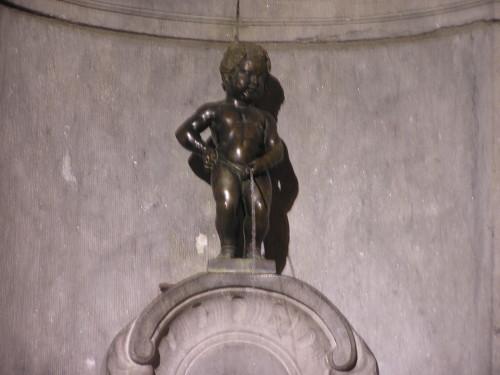 Manneken Pis (siusiający chłopiec)