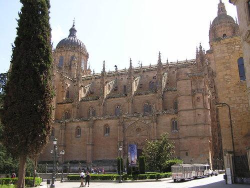 Catedral Nueva, widok z zewnątrz