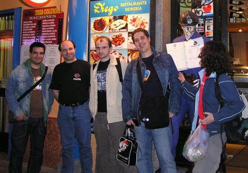 Od lewej: Francisco Picolini, Ricardo Palomares, Hubert Gajewski (czyli ja), Fernando García i Israel Saeta Pérez. Przed restauracją Diego, już po zakończeniu dyskusji
