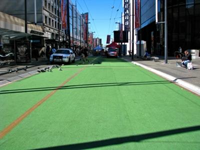 Zielona wykładzina na Granville Street