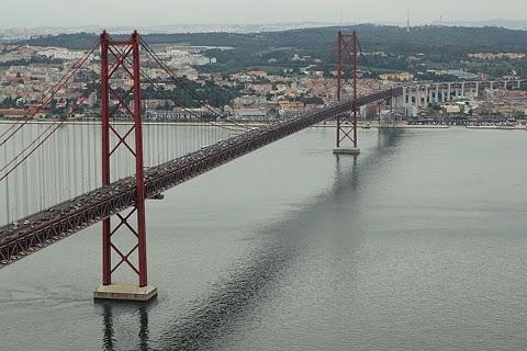 Widok na Ponte 25 de Abril